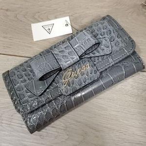 """𝗚𝗨𝗘𝗦𝗦 """"Mock-Croc"""" Wallet with Bow"""